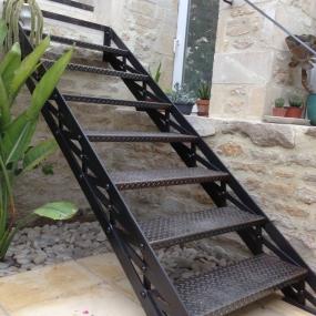 Escalier-rivete-ancien-260614